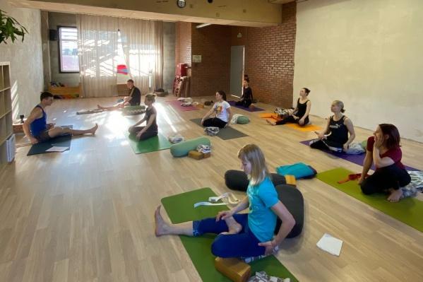 Йога-студию «Кора» любят многие пермяки. Сейчас у них есть возможность помочь ей