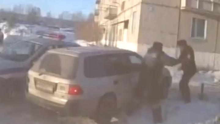 В Ачинске полицейские устроили погоню за пьяным водителем. Им даже пришлось стрелять!