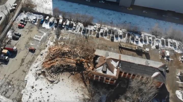 Летающая камера сняла, как крушат школу на Тверитина