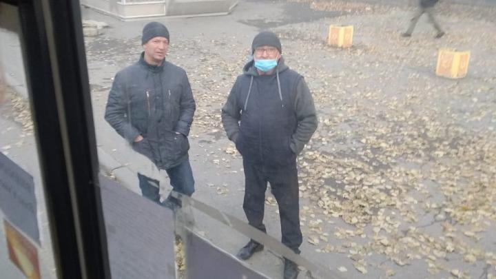 В Екатеринбурге появились мошенники, которые проверяют маски у людей в транспорте