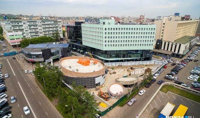 Зданию амфитеатра на Театральной площади второй год ищут арендаторов. Теперь за 1,2 миллиона