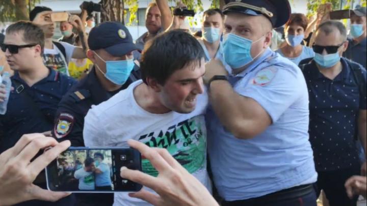 В Омске на митинге в поддержку Хабаровска задержали несколько человек