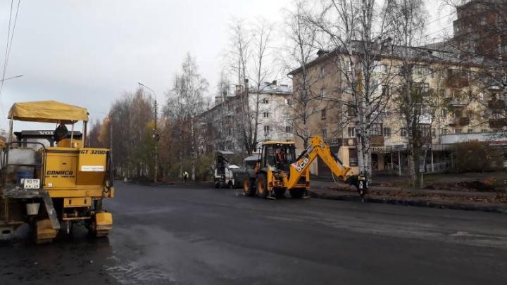 Власти Архангельска рассказали, когда закончится ремонт дороги на Обводном канале