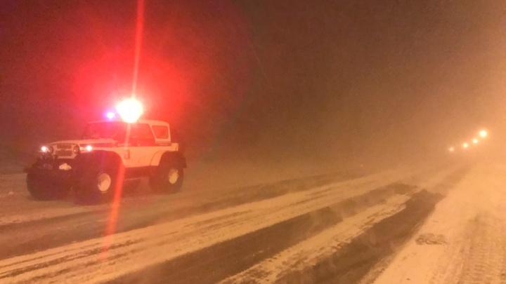 «Считают, что самые умные»: инспекторы запрещают водителям покидать Норильск из-за непогоды