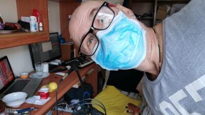 «Меня спасали горячий чай и рюмочка бальзама»: уральский музыкант переболел коронавирусом в Израиле
