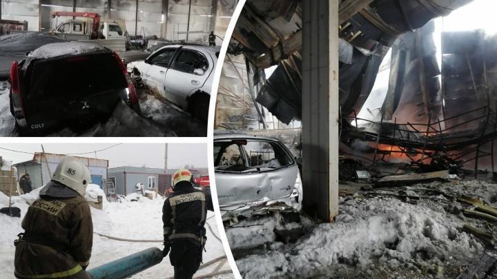 В Тобольске сгорел склад разбитых машин