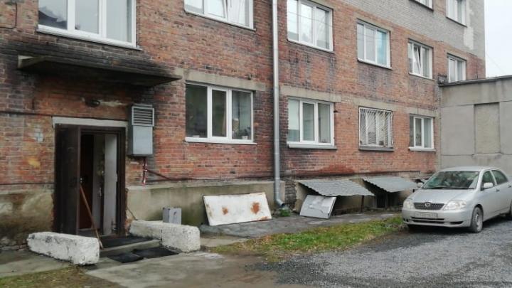 Выпавшая из окна инфекционки в Новосибирске женщина оказалась заключенной