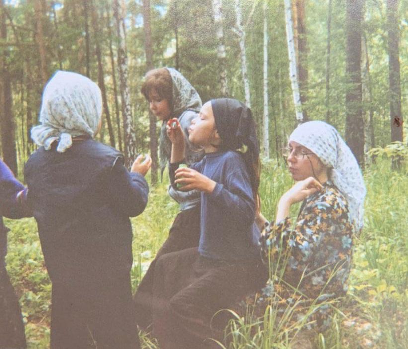 Светлана рассказала, что в монастырь привозили мыльные пузыри для детей