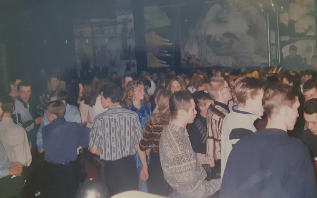 А вот так выглядела публика на концертах. У вас были похожие вещи?