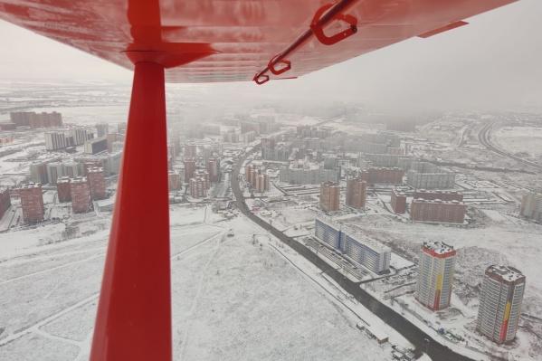 А так снежным утром 4 ноября выглядел Солнечный с высоты птичьего полета
