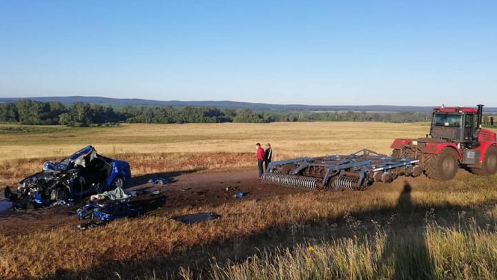 Житель ЯНАО погиб в Башкирии, столкнувшись со встречным трактором