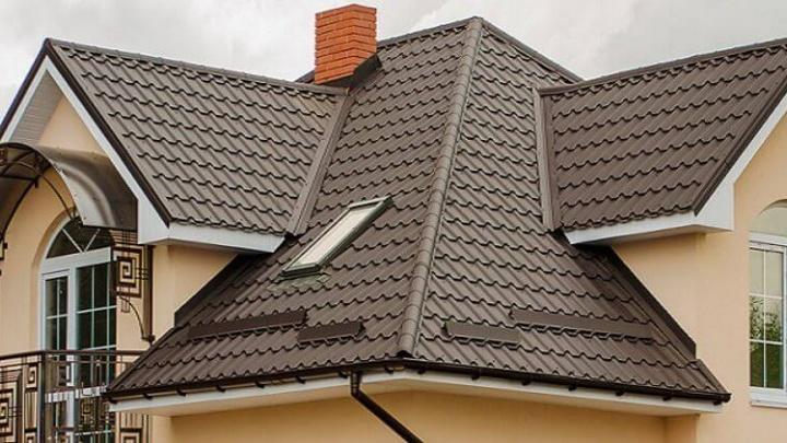 Отгородиться от соседей и перекрыть крышу: рассказываем, где заказать недорогой материал для фасада, кровли и забора