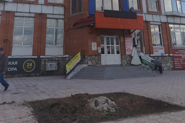 На месте установки памятника Колчаку остался лишь строительный мусор