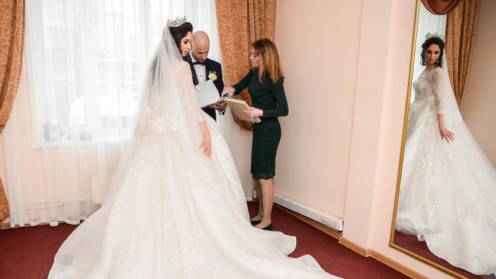 Уральцы стали чаще заключать браки с иностранцами