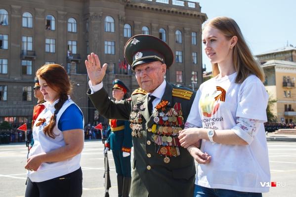 Владимир Семёнович принимал участие во всех парадах 9 Мая