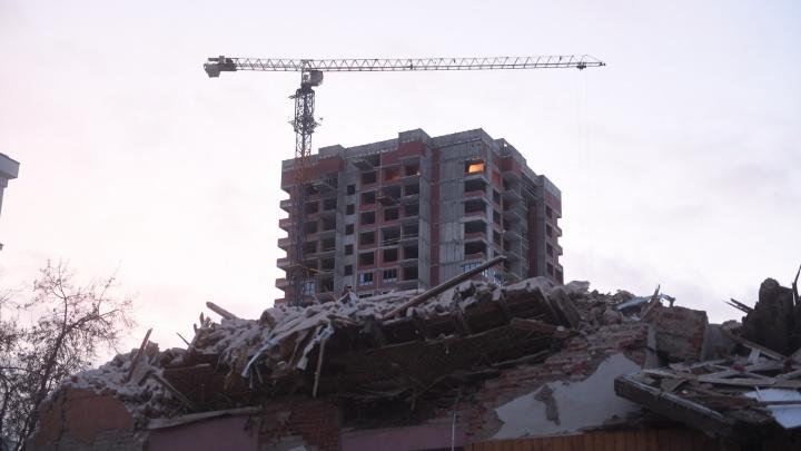 Власти объяснили, почему в Екатеринбурге продолжают строить дома в «коронавирусные каникулы»