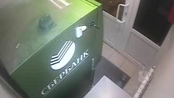 Полиция задержала пермяка, пытавшегося ночью вскрыть банкомат