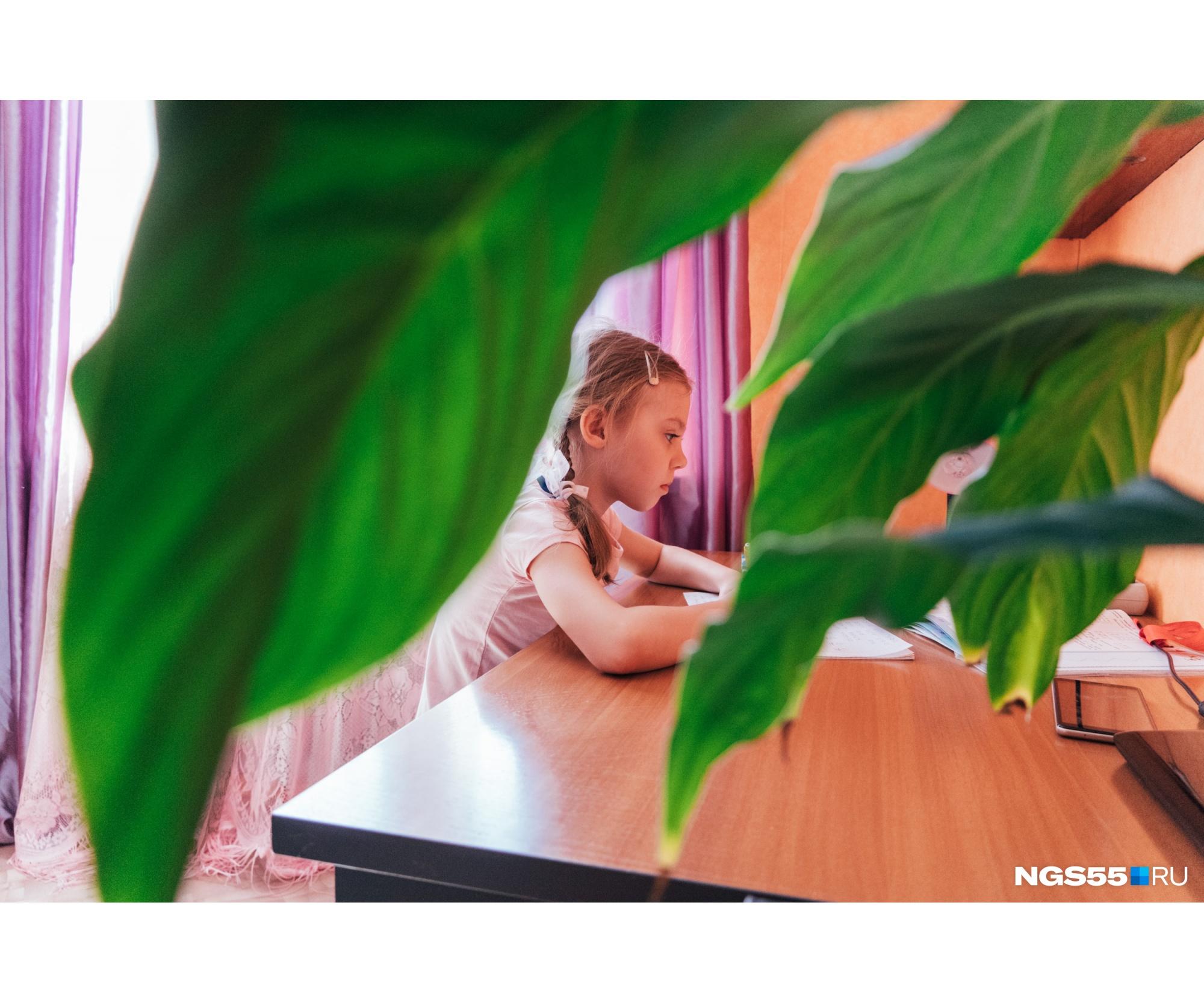 При проблемах с заданиями учителя всегда готовы прийти на помощь Алисе