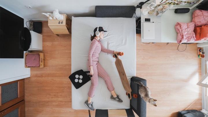 Новосибирец сделал клип, как у номинанта на «Грэмми»: он четыре часа снимал в кровати свою девушку