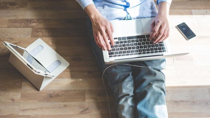 Следить за скорой с телефона и занимать очередь к врачу из дома: о чём мечтают омские пациенты