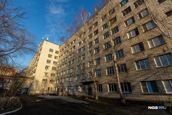 Это городская клиническая больница № 11, на базе которой создан инфекционный госпиталь