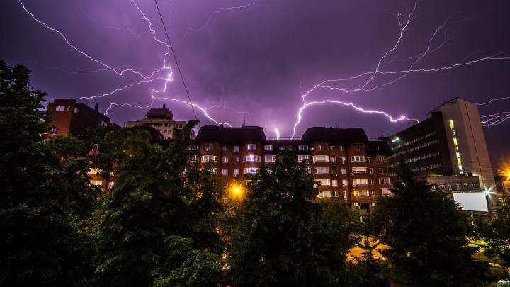 В Кузбассе объявлено штормовое предупреждение. На регион идут град и сильный ветер
