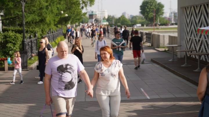 «Эпидемия же не закончится только потому, что надоела»: реакция екатеринбуржцев на толпы горожан без масок
