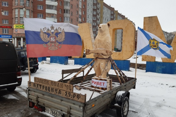 Горожане теперь наблюдают мишку на улицах Архангельска
