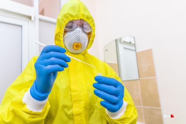 Врачи проводят тесты на коронавирус каждый день