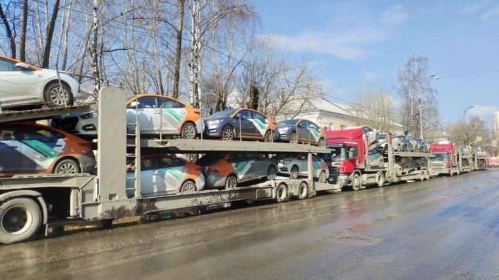 Из Москвы, где из-за коронавируса запретили каршеринг, в Екатеринбург перекинули две сотни машин