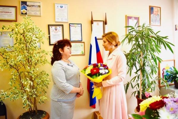 Слева Вера Кременская, директор и депутат