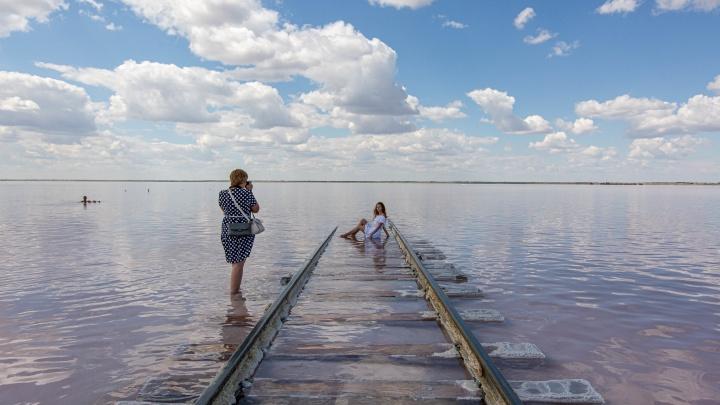 Лучшие репортажи НГС с озер: как отдыхается в Сочи местного разлива и на марсианском озере невероятной красоты