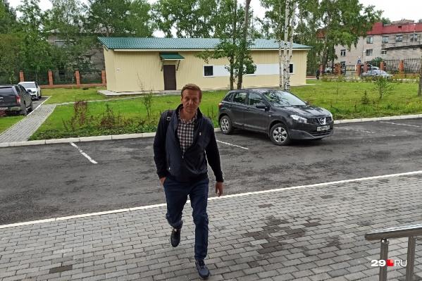 Навального не хотели пускать в зал суда
