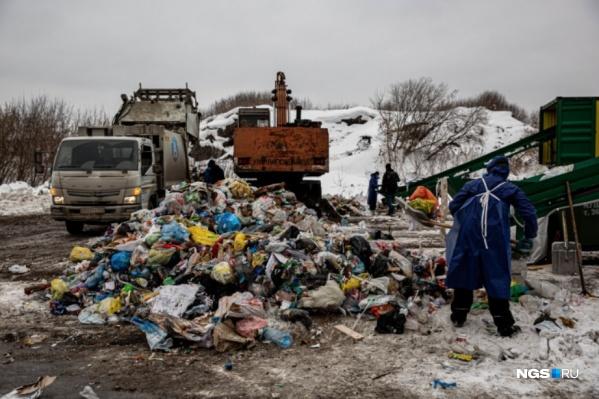 Александр Козулин получил счет за вывоз мусора на 9 человек, хотя прописан в квартире один