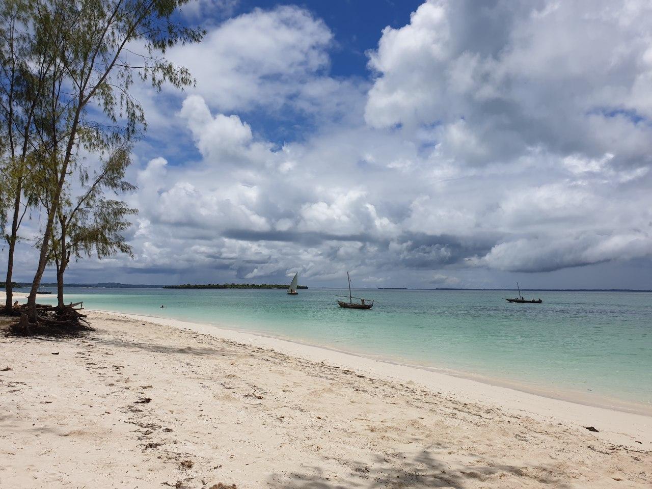 Пляж в деревне Кендва