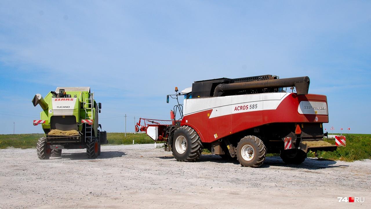 В фермерском хозяйстве работает восемь комбайнов разного калибра