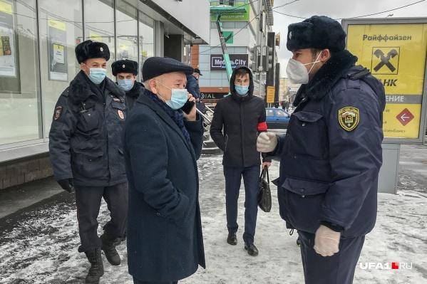 Масочный режим в России ввели еще в конце октября