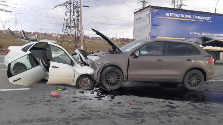 Смертельное лобовое: водитель на Porsche Cayenne врезался в Lada Granta