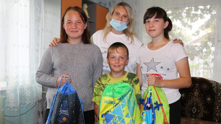 Благотворительную акцию «Помоги пойти учиться» поддержала Сибирская угольная энергетическая компания
