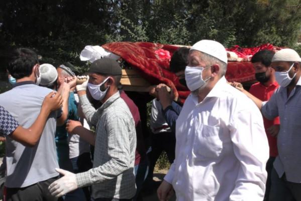 Парня похоронили в родном селе в Таджикистане