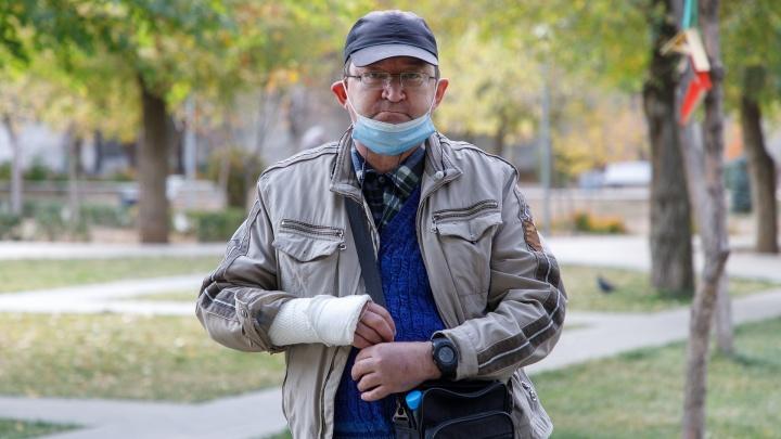 «Можно молиться богу. Главное, не разбить себе лоб»: волгоградец с переломом руки стал жертвой масочно-перчаточного режима