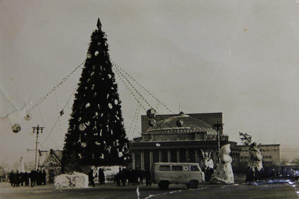 В 1962 году снега в городе практически не было. Зато сейчас для него даже сложно найти место