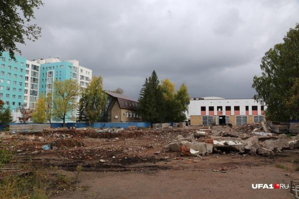 Строительство высоток еще не началось, пока только снесли старые постройки