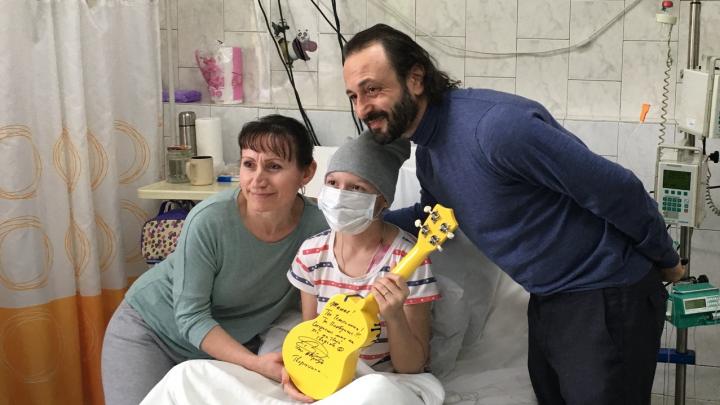 «Жанна! Ты победишь!». Илья Авербух навестил пациентов онкоцентра в Краевой детской больнице