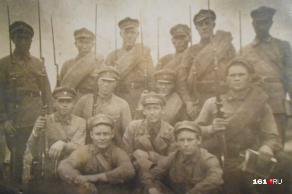 На этом снимке Павел Глебов — в нижнем ряду, справа