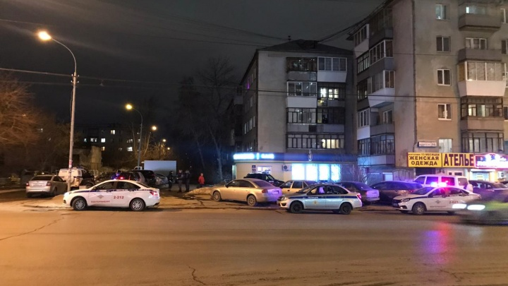 На Щорса мужчина в маске ограбил банк «Уралсиб»