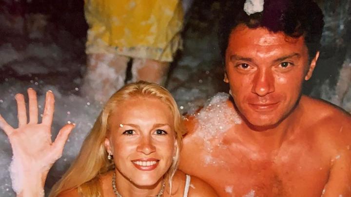 Одинцова опубликовала редкие фотографии Бориса Немцова в его день рождения