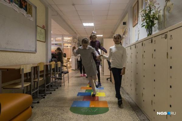 Во время каникул школы могут проводить кружки для детей, а также классные часы