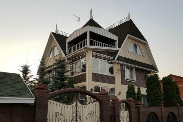 В Дербышах продается дом за 28 миллионов 600 тысяч рублей. Его площадь — 450 квадратных метров