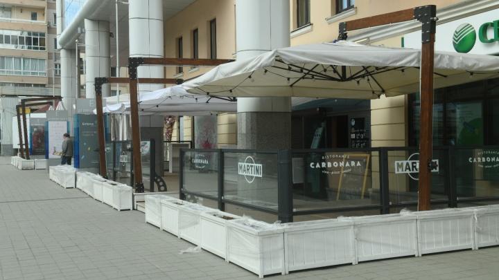Все столы забронировали за четыре минуты: рестораторы — об открытии летних веранд в Екатеринбурге